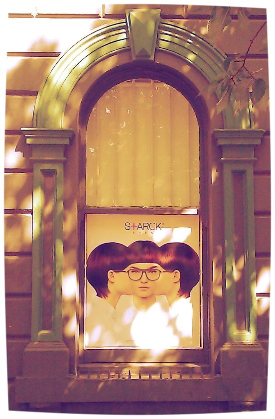 Window advertising. PicturePerfect. *the original.